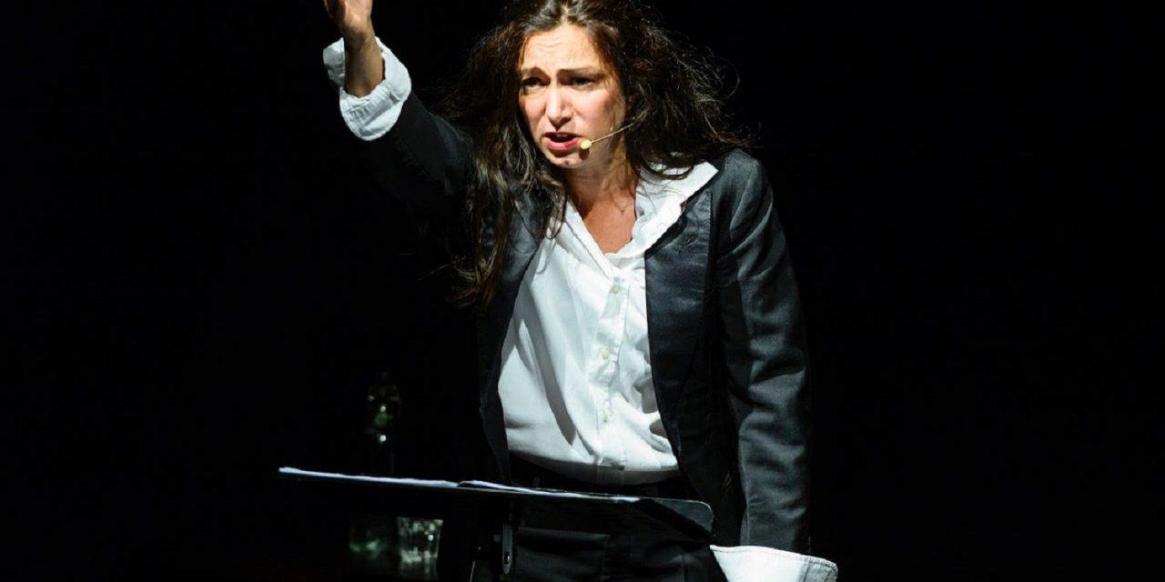 Requiem per il teatro, di e con Arianna Scommegna e Giulia Bertasi.